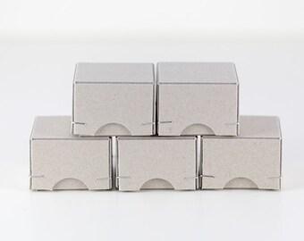 5 Geschenkschachteln 4,5x4,5,x3 cm aus Graupappe