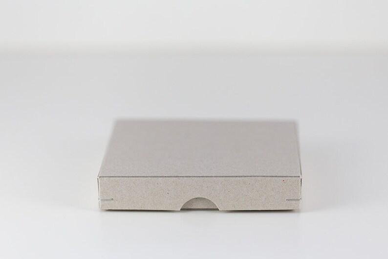 Geschenkschachtel 11 x 11 cm aus Graupappe image 0