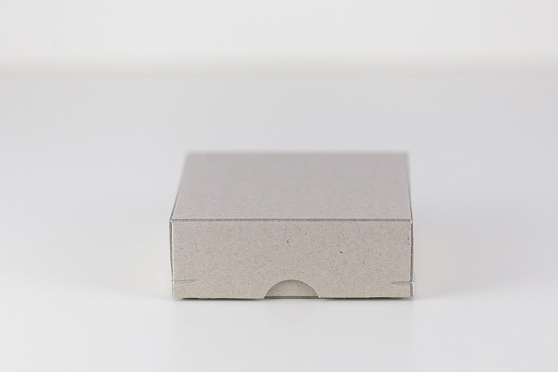 Geschenkschachtel 9x9x3 cm aus Graupappe image 0