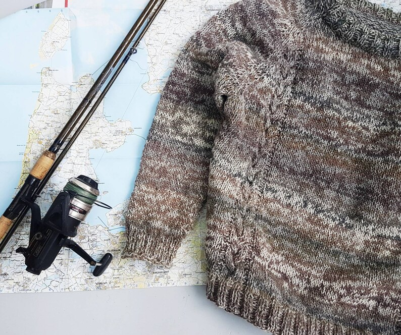 Woolen sweater for men with cabels made out of pure sheepwool.
