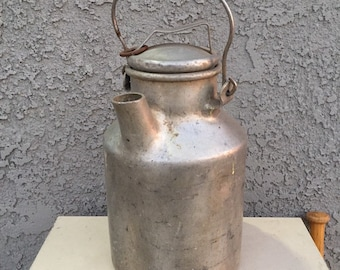 Vintage aluminum milk can with lid and handle, antique milk jug, rustc farmhouse decor, shabby chic decor, vintage farmhouse