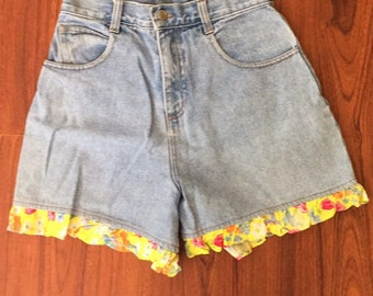 90s Vintage California Concepts Light Stonewashed Denim Ruffled High Waisted Mom Jeans Shorts 24, 90s High Waisted Shorts, Mom Jean Shorts