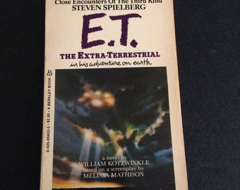 E.T. The Extra Terrestrial and his Adventure on Earth Paperback Novel by William Kotzwinkle 1982, ET Movie Collectibles, ET Collectibles