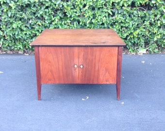 Mid Century Danish Modern Accent Table, MCM Side Table, Mid Century Coffee Table, Dark Walnut Nightstand, Vintage Bedside Table, Retro Table