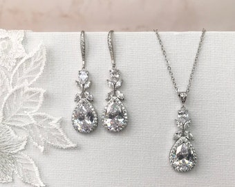 Wedding earrings, Silver earrings, Bridal jewelry, Bridesmaid earrings, Bridesmaids gift, Bridal accessories, Stud earrings, Crystal jewelry