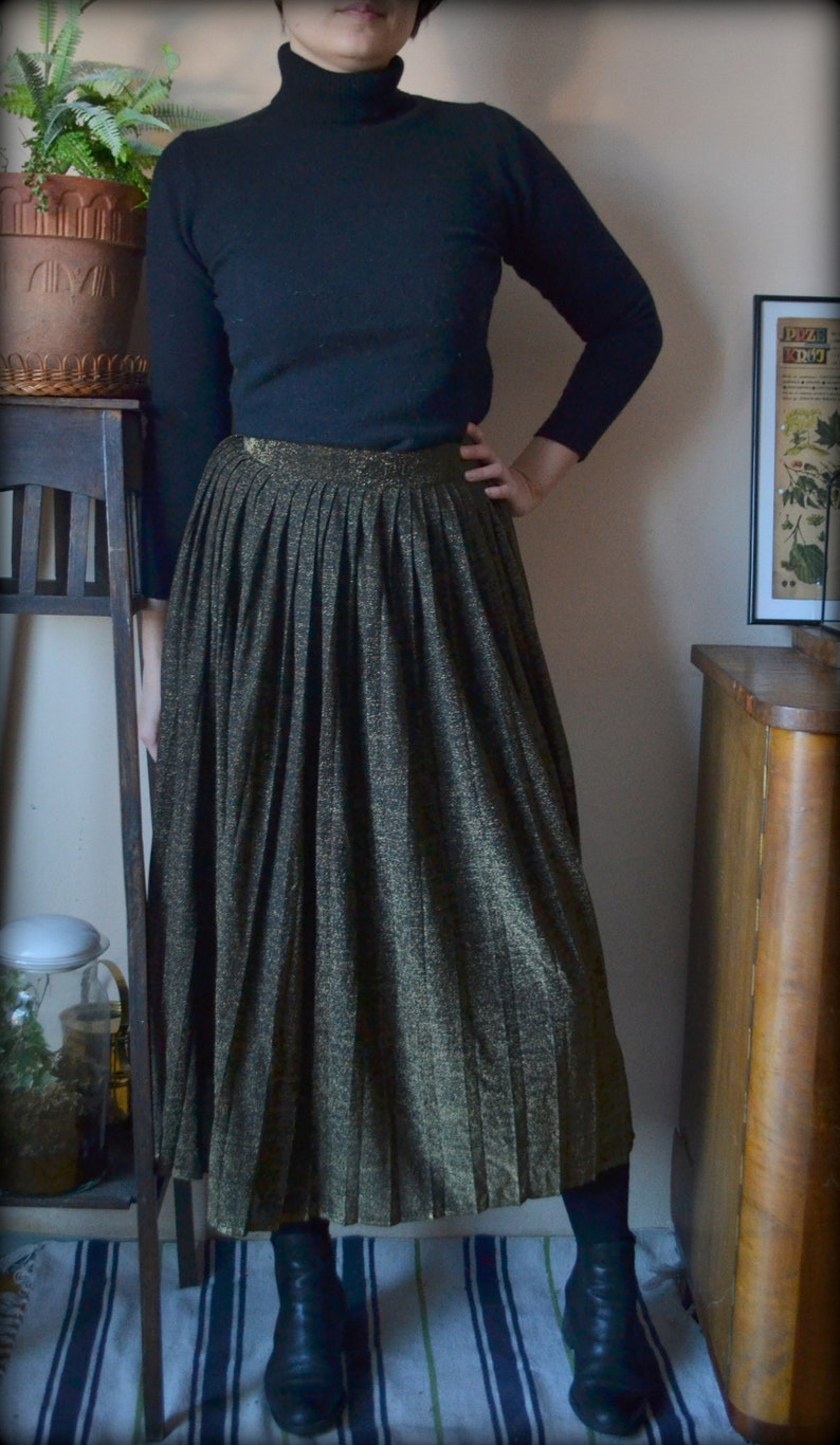 221b09a7ae Vintage Pleated skirt with gold thread | Etsy
