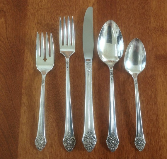 """4 Oneida 1881 Rogers  PLANTATION 8 3//8/"""" Silverplate Luncheon Grille Knives 1948"""