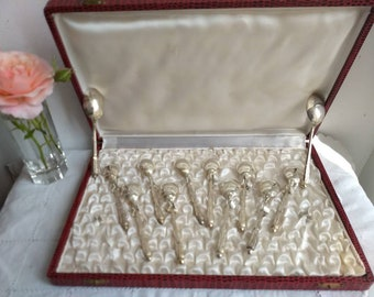 Stunning French antique / vintage silver plated mocha / tea spoons, boxed set of 12, in excellent condition, Art Nouveau design, c 1920s.