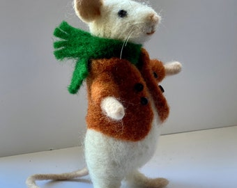 Kit to make a posable needle felted mouse using British and merino wool with full colour, easy to follow PDF instructions - DIY - GIFT