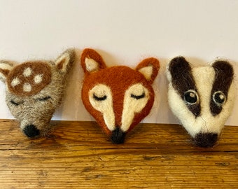 Kit to make three needle felted forest animal brooches with full colour, easy to follow PDF instructions GRADED:  INTERMEDIATE