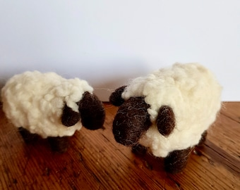 Kit to make a fluffy sheep and her lamb using Corriedale and Merino burrs with easy to follow PDF instructions