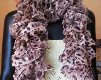 PRETTY RUFFLED fabric scarf - knitted - quality white horse mandolin