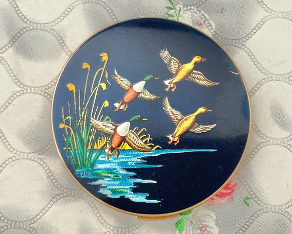 Stratton loose water birds powder compact, vintage makeup mirror c1950s with flying ducks