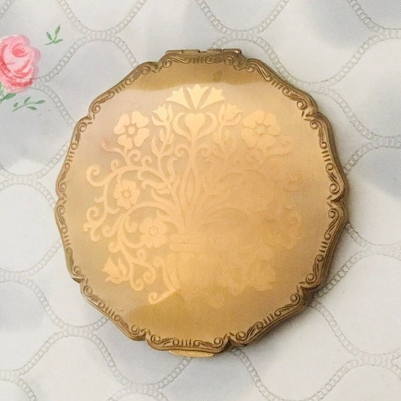 Stratton princess loose powder compact, c 1950s or 1960 with vase of flowers, vintage gold makeup mirror