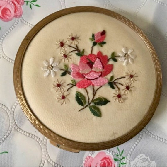 Vintage loose powder compact by Stratton, c1950s, with embroidered roses and flowers.
