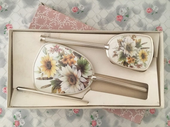 Vintage dresser set with hairbrush, hand mirror and comb, with yellow and white flowers, c1960s or 1970s, floral ladies vanity set