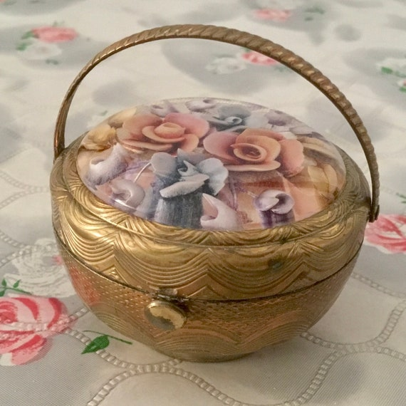 Kigu bouquet powder compact, with reverse carved lucite roses, vintage 1950s novelty makeup mirror