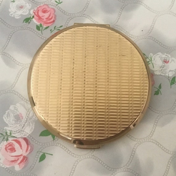 Stratton cream powder compact, 1970s or 1980s, vintage gold tone handbag makeup mirror