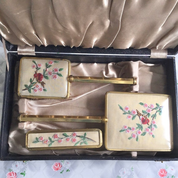Embroidered brush set with robins, vintage bird dresser set was with hand mirror, hairbrush and clothes brush c1940s or 1950s