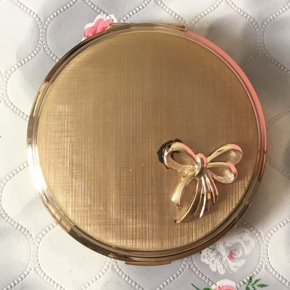 Stratton vintage gold tone powder compact with bow motif, c 1960s or 1970s, handbag makeup mirror