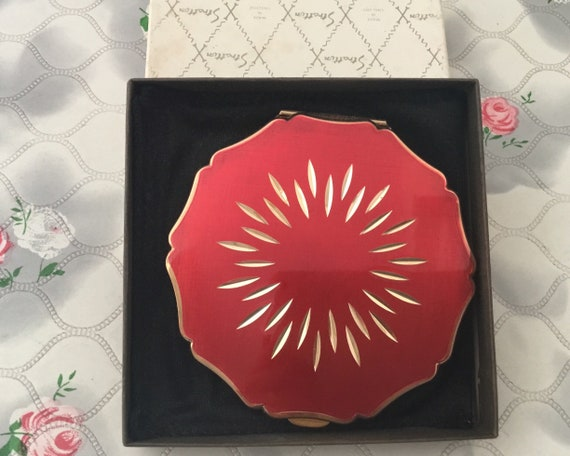 Stratton queen convertible powder compact, with red lid and diamond cut flower, vintage makeup mirror, c1970 1980s