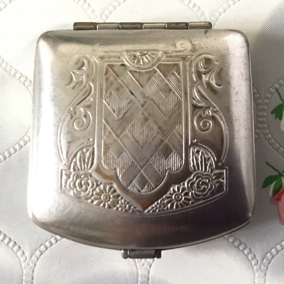 Vintage loose powder compact, c 1920s compact, engraved silver flapper compact