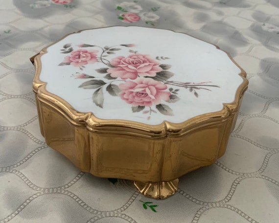Stratton Queen jewellery box, with gold tone and cream fabric, mid-century 1950s dressing table trinket pot