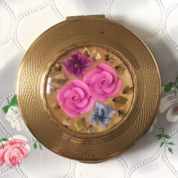 Vintage Kigu loose powder compact, c1950s, with reverse carved lucite pink roses,