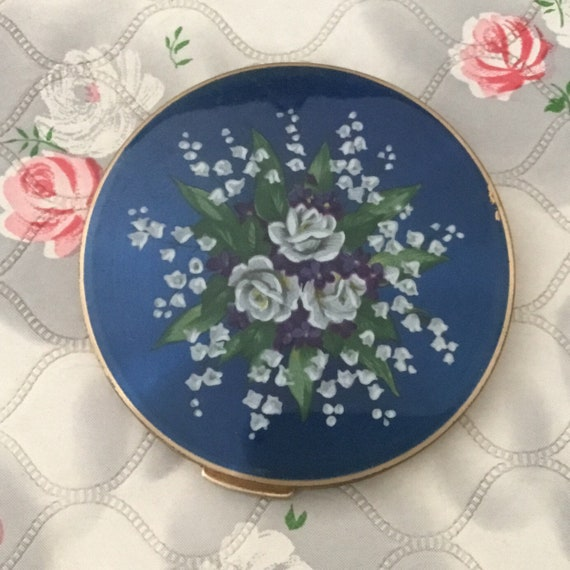 Stratton loose powder compact c 1950s, blue with white flowers and roses, vintage handbag makeup mirror