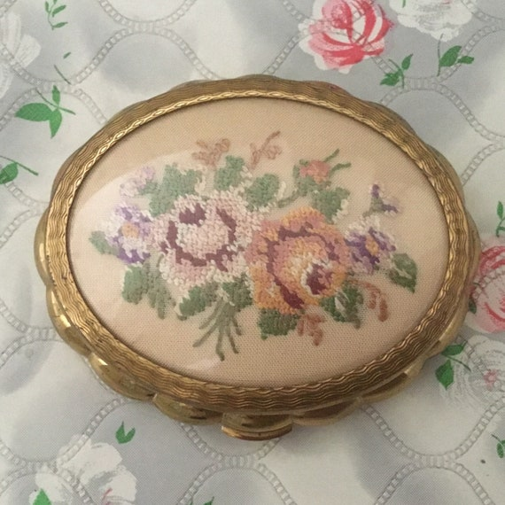 Kigu loose powder compact with embroidered floral bouquet, c 1950s, vintage gold tone makeup vanity mirror