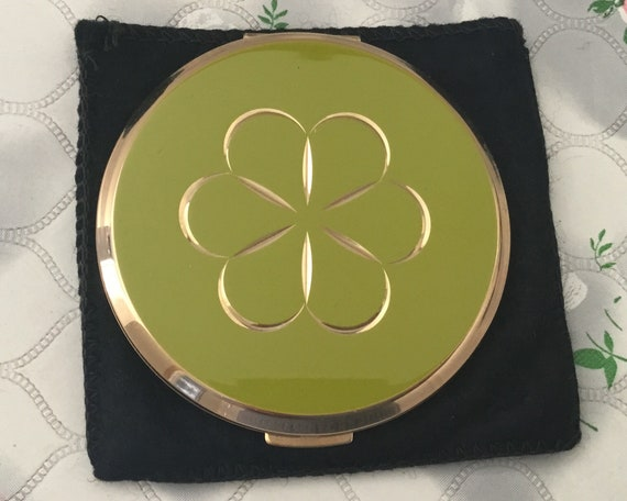 Stratton convertible powder lime green compact, with diamond cut flower, vintage daisy makeup mirror, c1960s 1970s