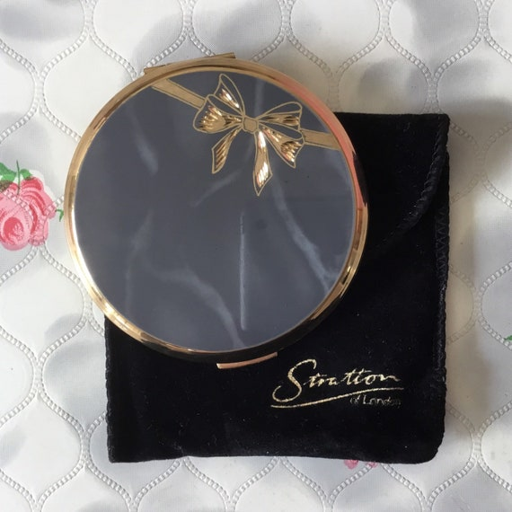 Stratton compact for loose or pressed powder with engraved ribbon bow, grey and gold makeup hand mirror c1990's, handbag accessory