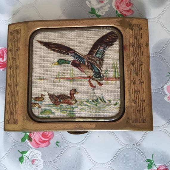 Vintage Gwenda ladies cigarette case, c1950s with a mirror and decorated with an image of ducks.