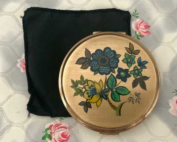 Stratton powder compact 1960s Stratton compact mirror 1970s Stratton convertible compact blue flowers gold tone compact sixties flower power