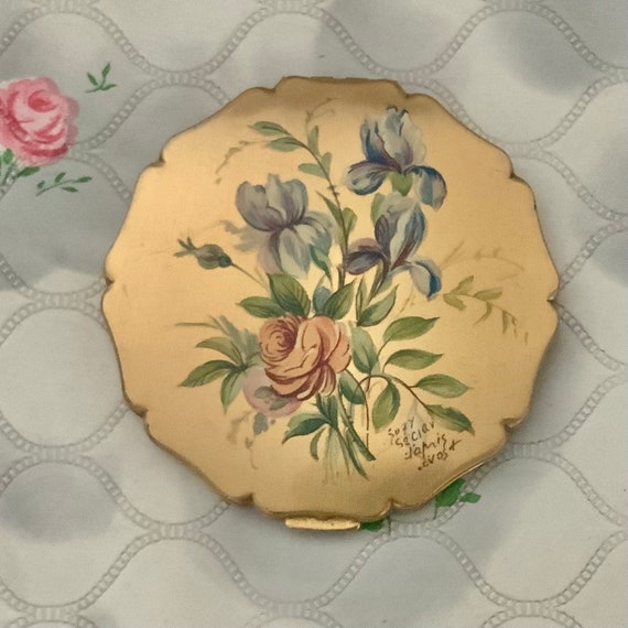 Stratton princess loose powder compact, c 1950s 1960 with blue and pink floral lid, Suzy Seriau vintage makeup mirror with pink flowers