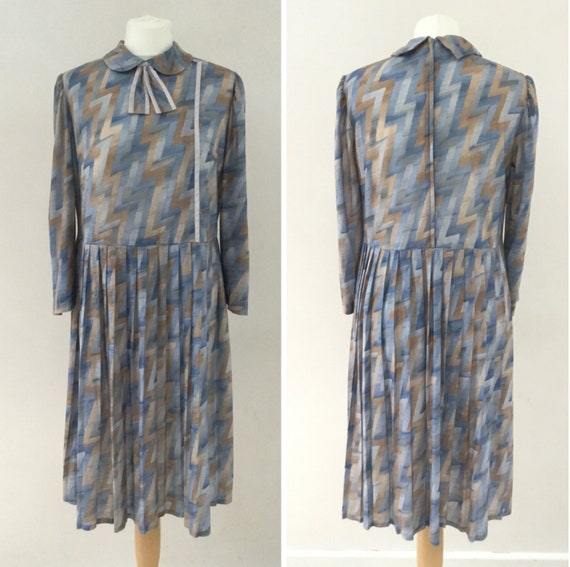 Berkertex blue,grey and brown zig-zag dress, UK size 10 to 12, vintage size 14 polyester cotton long sleeved dress