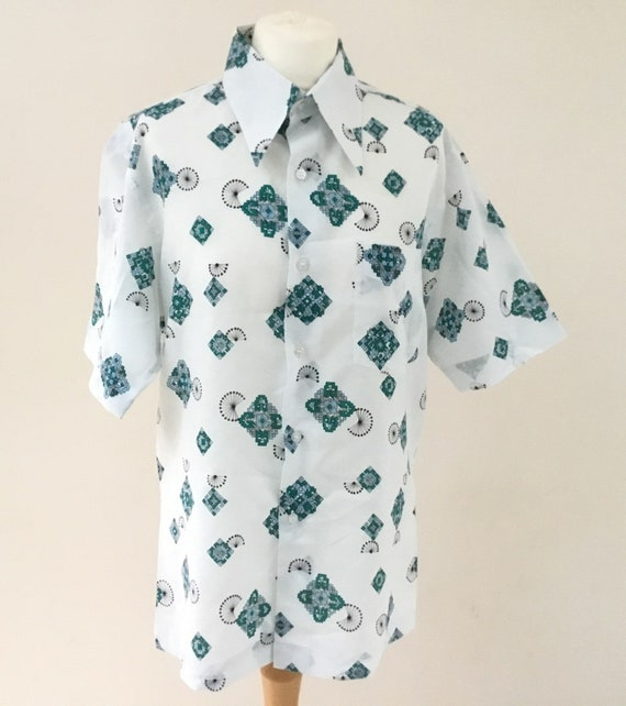 Men's vintage short sleeved summer shirt, made in Hong Kong c1970s, white with blue, green abstract screen print and dagger collars