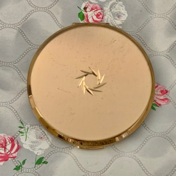Stratton cream powder compact, gold tone with diamond cut wreath, c 1960s or 1970s makeup mirror compact