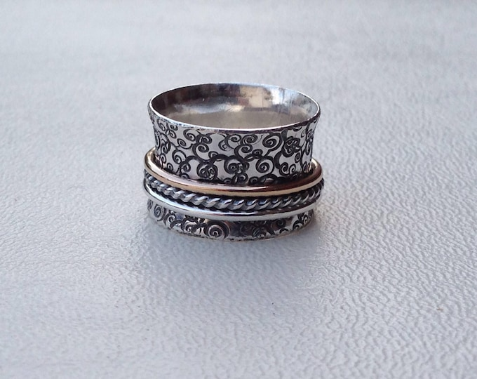 Spinner Ring with Hammered Design and Three Bands