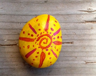 Handpainted stone magnet - Bright Sunburst