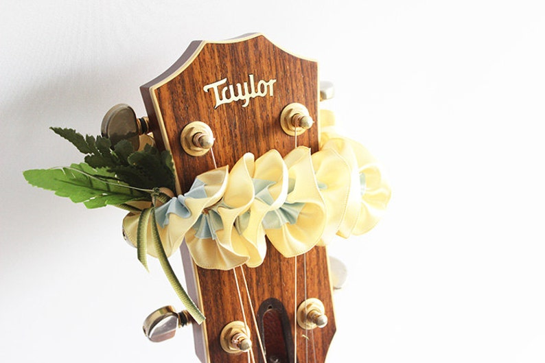 ribbon lei,g flower lei for guitar,guitar accessories,musician gifts,guitar gifts,taylor guitar,Charm for guitar,guitar strap,hawaiian lei