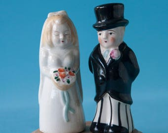 Top Hat Wedding Couple Cake Topper / Salt and Pepper Shakers with Gold Wash Base Adorable Vintage 50's