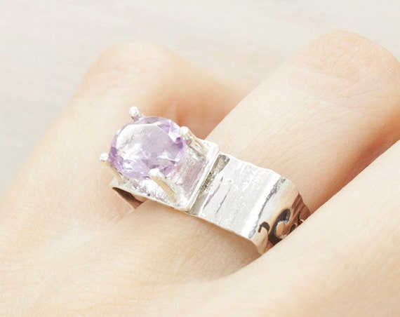 Handmade silver minimal  amethyst ring with texture, square ring with natural gemstone