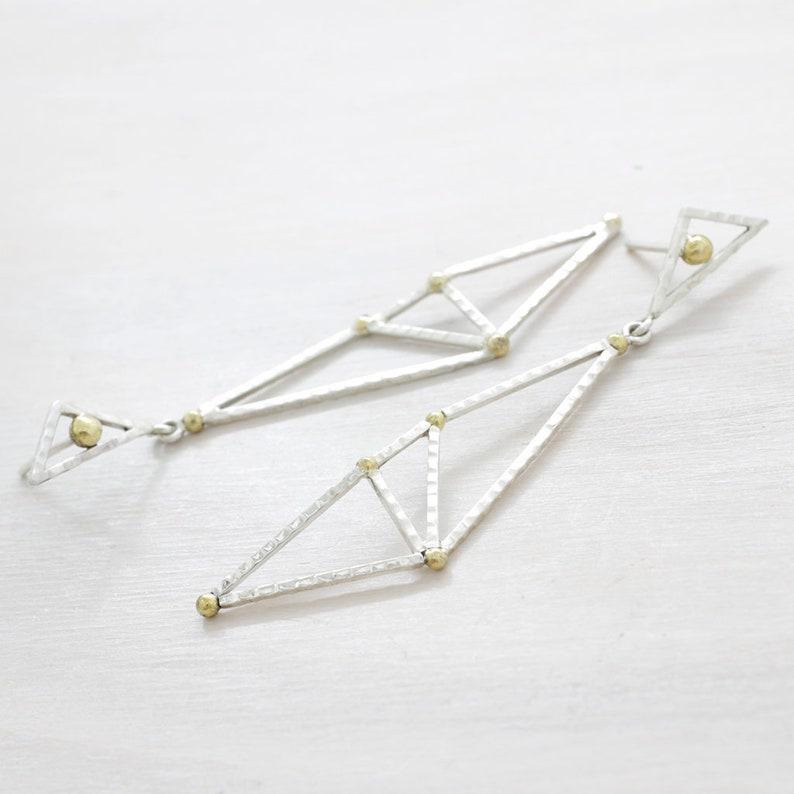 684ff4a4c4f2 Pendientes largos minimalistas de plata y oro hechos a mano