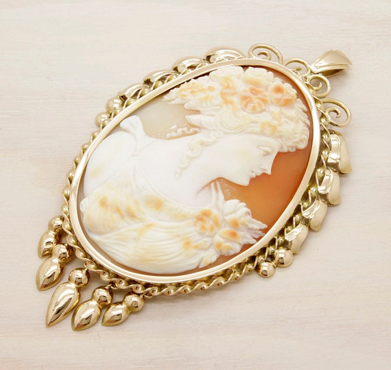 Antique victorian gold cameo, antique 18k gold pendant cameo from 1880