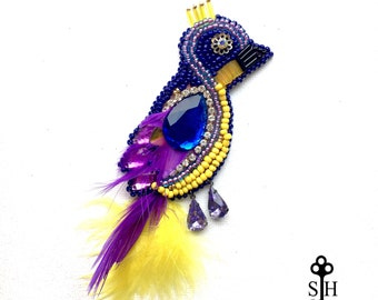 Beaded bird brooch / Real feather jewelry / Blue bird brooch / Hand beaded brooch / Big bird jewelry/ Bird lover gift/ Animal themed jewelry