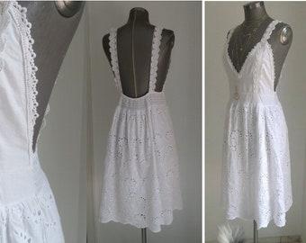 522cf7fa5f9582 rückenfreies Spitzenkleid weiss, knielanges weisses Trägerkleid, Kleid aus  Baumwollspitze, boho Kleid weiss, Sommerkleider weiss Frauen,