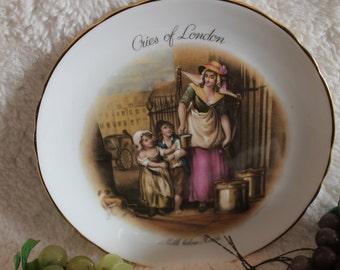 Crown Ducal 1930 ***Reduced 15 dollars for immediate sale! Cries of London Lidded Biscuit Jar or Barrel