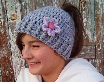 Gray Crochet Messy Bun Hat, Messy bun beanie, Girl's Messy bun hat, Pony tail beanie, Gray Messy Bun Hat, Women messy bun hat, Crochet hat