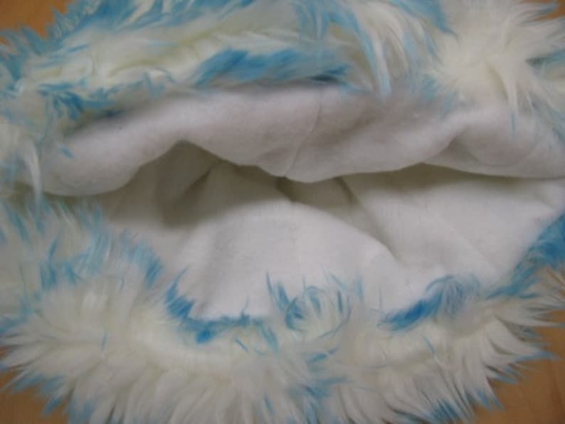 Long Elegant White Faux Fur With Blue Frosted Tips Hat